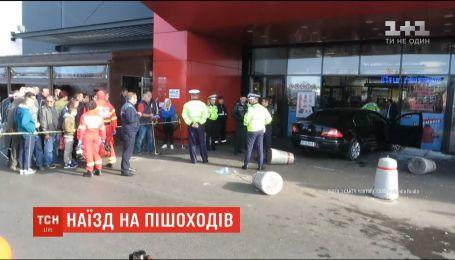 В Румынии человек после ссоры ударил оппонента ножом и устроил ДТП