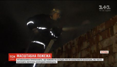 У Чернівцях згоріли порожні складські приміщення