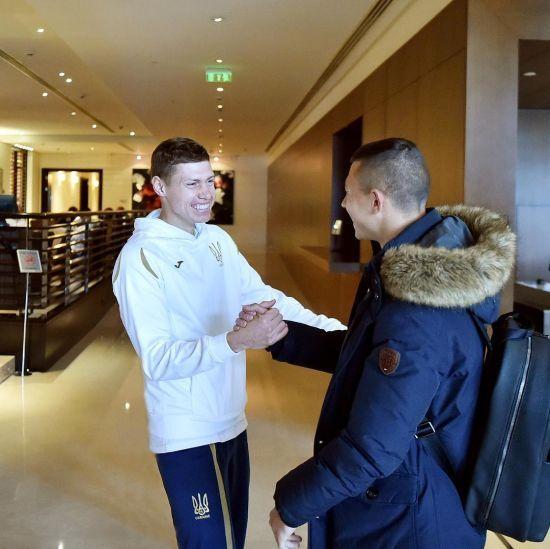 Радість, фітнес і борщ. Збірна України розпочала підготовку до останніх матчів року