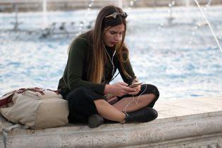 Майже половина молоді у всьому світі ризикує втратити слух через гучну музику у смартфонах - ВООЗ