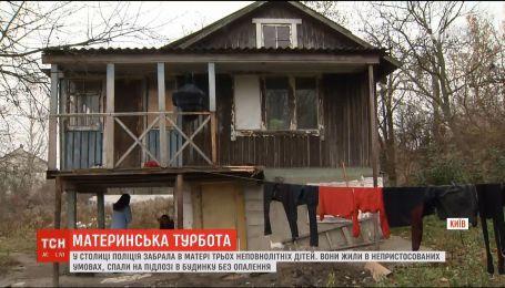 Правоохранители забрали у матери трех девочек, которые жили в нечеловеческих условиях