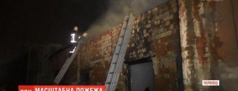 Пожарные подозревают бездомных в поджоге складов на окраине Черновцов