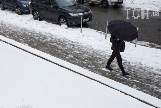 Перший сніг паралізував Київ, кількість ДТП сягнула півтисячі. Текстова трансляція
