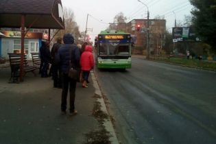Черкассы третий день страдают от транспортного коллапса из-за забастовки перевозчиков