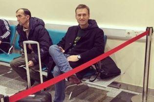 Навальному запретили выезжать за пределы России