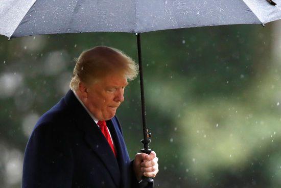 Дощ проти Трампа. Французькі солдати поглузували з президента США