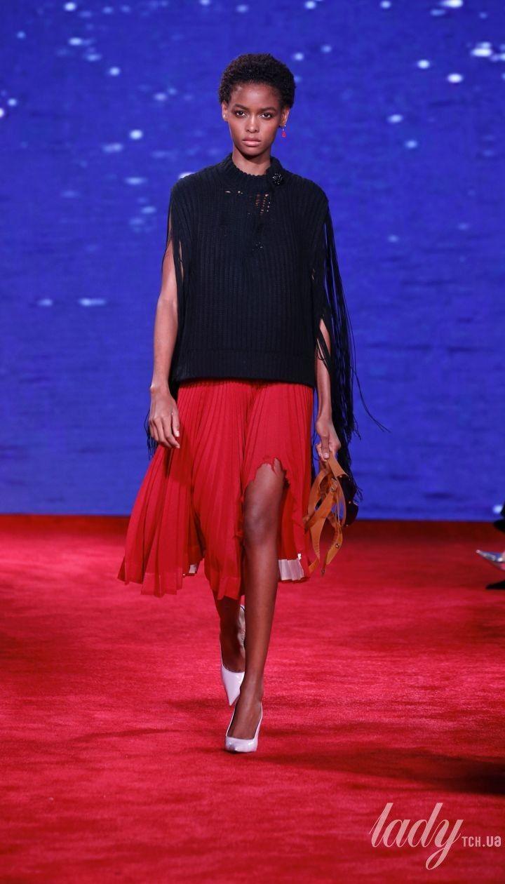 Смотреть КоллекцииОбзор коллекции Calvin Klein весна-лето 2019 видео