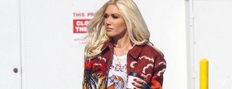 В штанах цвета хаки и кедах от Gucci: стильная Гвен Стефани на улицах Лос-Анджелеса