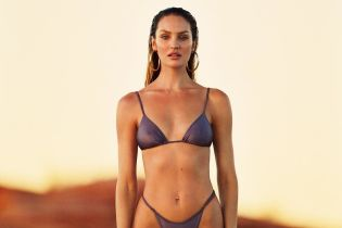 """В прозрачном бикини: Кэндис Свэйнпоул показала свою """"несовершенную"""" фигуру"""