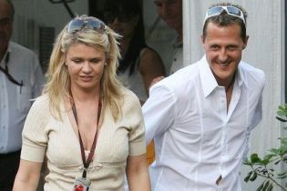 Жена Шумахера ответила на обвинения в сокрытии правды о состоянии гонщика