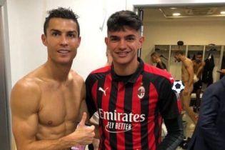 """Футболист """"Милана"""" засветил на фотографии с Роналду полностью голого соперника"""