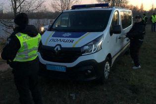 В Киеве на Оболони в машине нашли труп