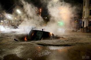 Масштабный прорыв теплосети парализовал движение в центре Киева