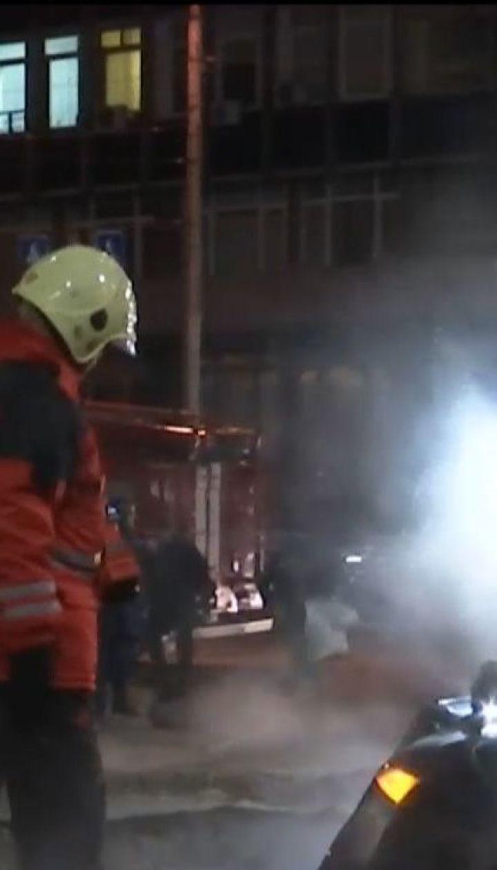 В центре столицы дорогу залило кипятком из-за прорыва трубы с горячей водой
