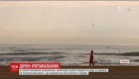 В Испании разработали дрон, который может найти человека на воде и сбросить ему спасательный жилет