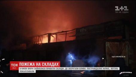 В Киеве локализовали пожар на складах с маслом