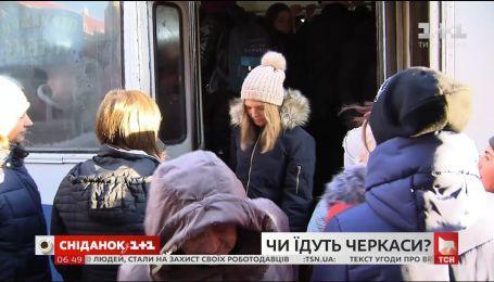 Транспортный коллапс в Черкассах: водители маршруток третий день не выходят на работу