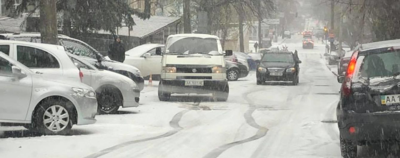 Машины на летней резине вызвали шквал критики киевлян, которые стоят в пробках