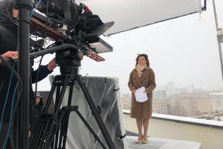 """Ведуча Марічка Падалко у пальті та легеньких туфлях провела випуск """"ТСН"""" під час першого снігу"""
