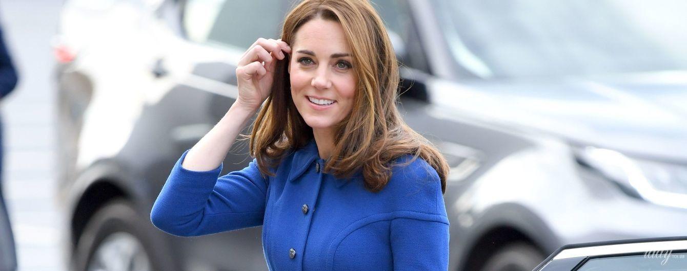 Сияет даже в старом платье: герцогиня Кембриджская с принцем Уильямом приехала в Ротерем