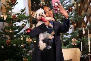 Дама з собачкою: Наомі Кемпбелл на різдвяному ярмарку