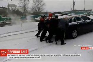Столиця застрягла у 10-бальних заторах через рясний снігопад