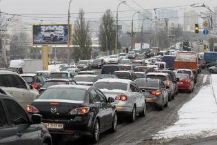 Через снігопад Київ застряг у дев'ятибальних заторах та ДТП