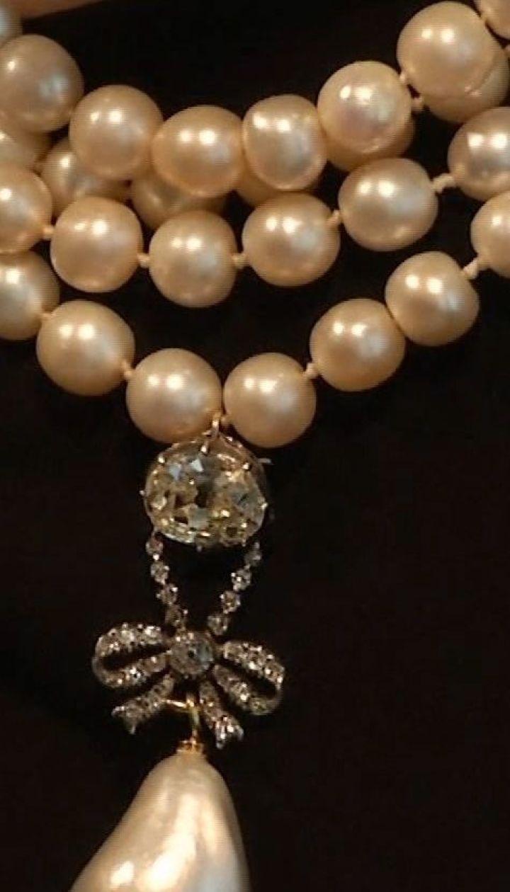 Драгоценности французской королевы Марии-Антуанетты продадут на аукционе
