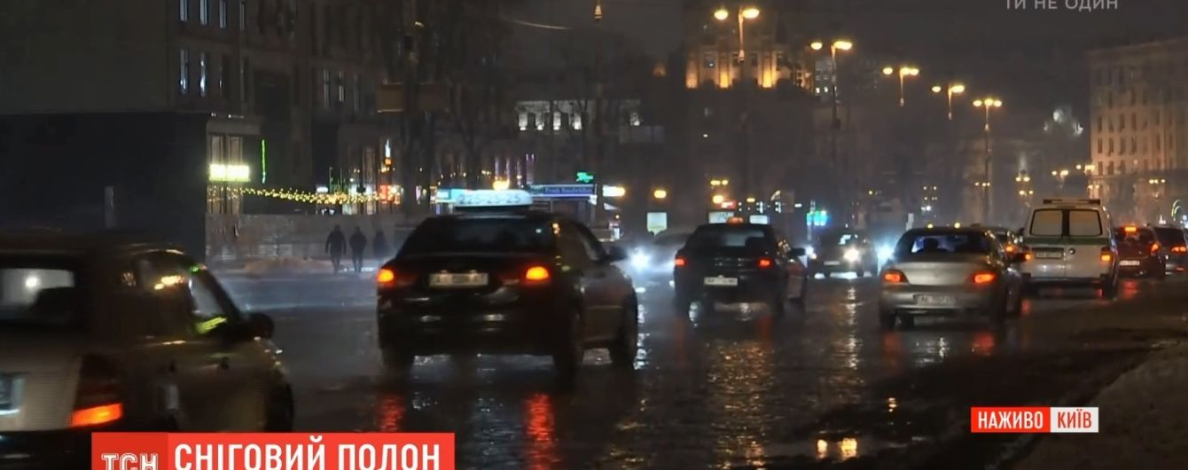 """""""Катастрофа"""": украинские водители ошарашены состоянием дорог после схода снега"""