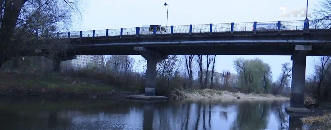 Неудачная попытка самоубийства: в Луцке вытащили из холодной реки дедушку, который прыгнул с моста