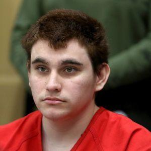 Флоридский стрелок, который убил 17 человек, в тюрьме напал на охранника и отобрал у него электрошокер