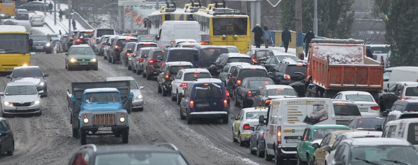 В Укравтодоре назвали регионы, где снегопады могут осложнить движение на дорогах