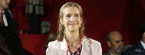 Здивувала: іспанська принцеса Олена в строкатому вбранні сходила на урочистий захід