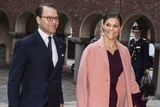 В елегантній сукні і рожевому пальті: кронпринцеса Вікторія відвідала урочистий обід