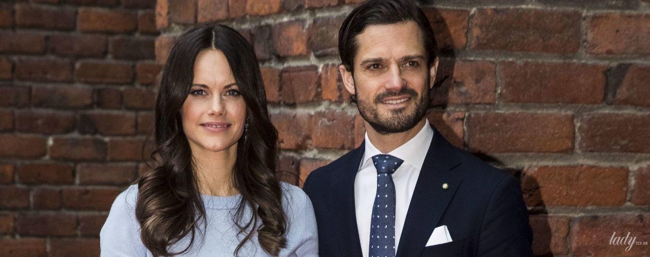 В элегантном голубом наряде: шведская принцесса София с мужем сходила на торжественный обед