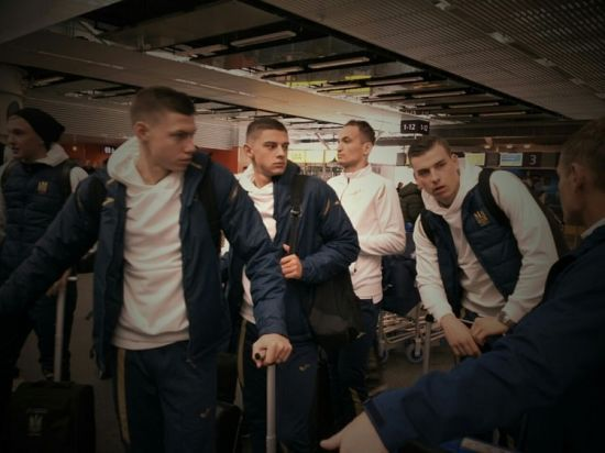 Футболісти збірної України полетіли на останній офіційний матч року