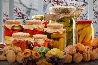 Запасы на зиму: украинцам рассказали, что из консервации полезное или вредное