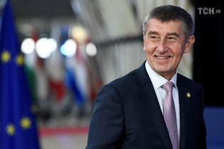 """Сенат Чехии призвал премьера подать в отставку из-за """"крымского скандала"""" с его сыном"""