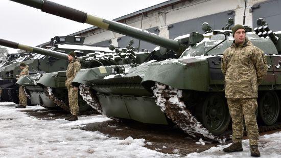 """""""Укроборонпром"""" показав десятки одиниць нової техніки та зброї, які отримало українське військо"""
