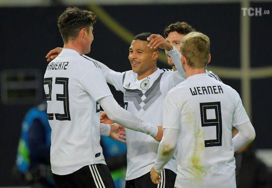 Німеччина завдяки фантастичному першому тайму розгромила Росію