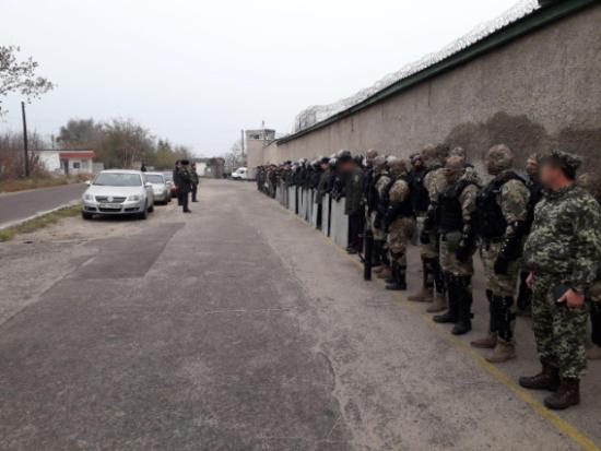 Під час обшуків у Миколаївському СІЗО ув'язнені напали на охорону