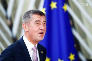 Прем'єр Чехії заявив, що не збирається добровільно подавати у відставку