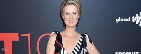 Не губернатор, но красавица: Синтия Никсон надела платье с глубоким декольте