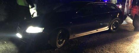 На Закарпатье контрабандисты наехали автомобилем на пограничника - военный в коме