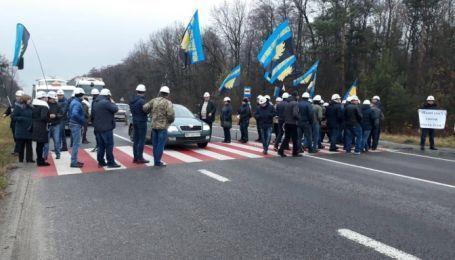 Важное шоссе на Польшу перекрыли шахтеры, которых оставили без зарплат