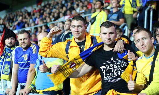 """10 матчів поруч з командою. """"Вірні збірній"""" та """"синьо-жовті"""" йдуть на рекорд"""