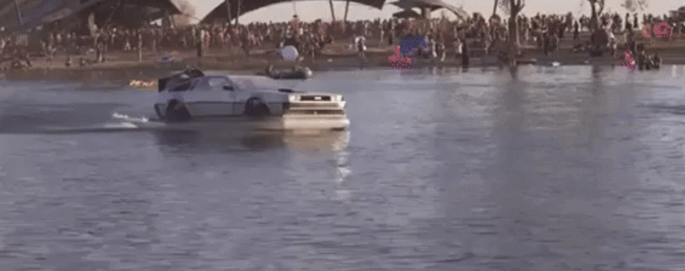 """В Сети продают летающую копию DeLorean с фильма """"Назад в будущее"""""""