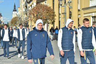 Футболисты сборной Украины прогулялись по солнечной Трнаве перед матчем со Словакией
