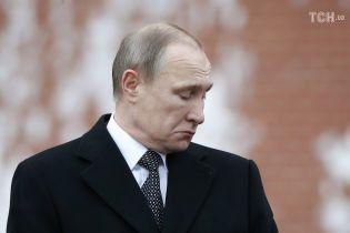 """Від намальованої кішки до """"Путіна - злодія"""". Як росіяни висміюють президента у флешмобах"""