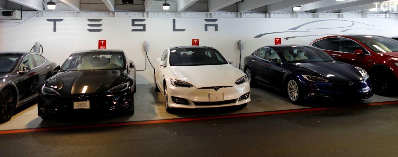 Маск ходитиме заводом Tesla, щоб рекордно збільшити виробництво Model 3